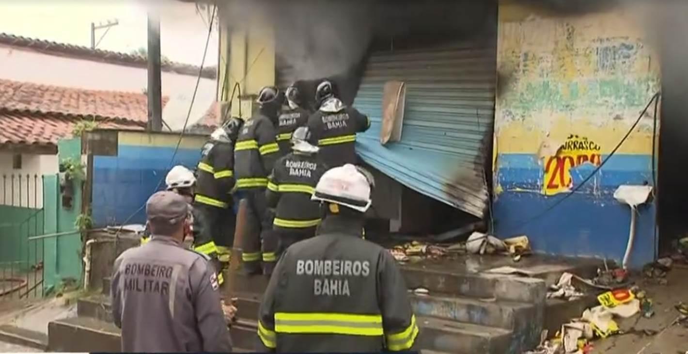 Mercado que pegou fogo em Simões Filho corre risco de desabamento