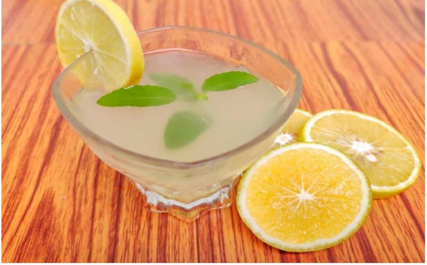 Experimente esta água desintoxicante para se sentir muito mais leve
