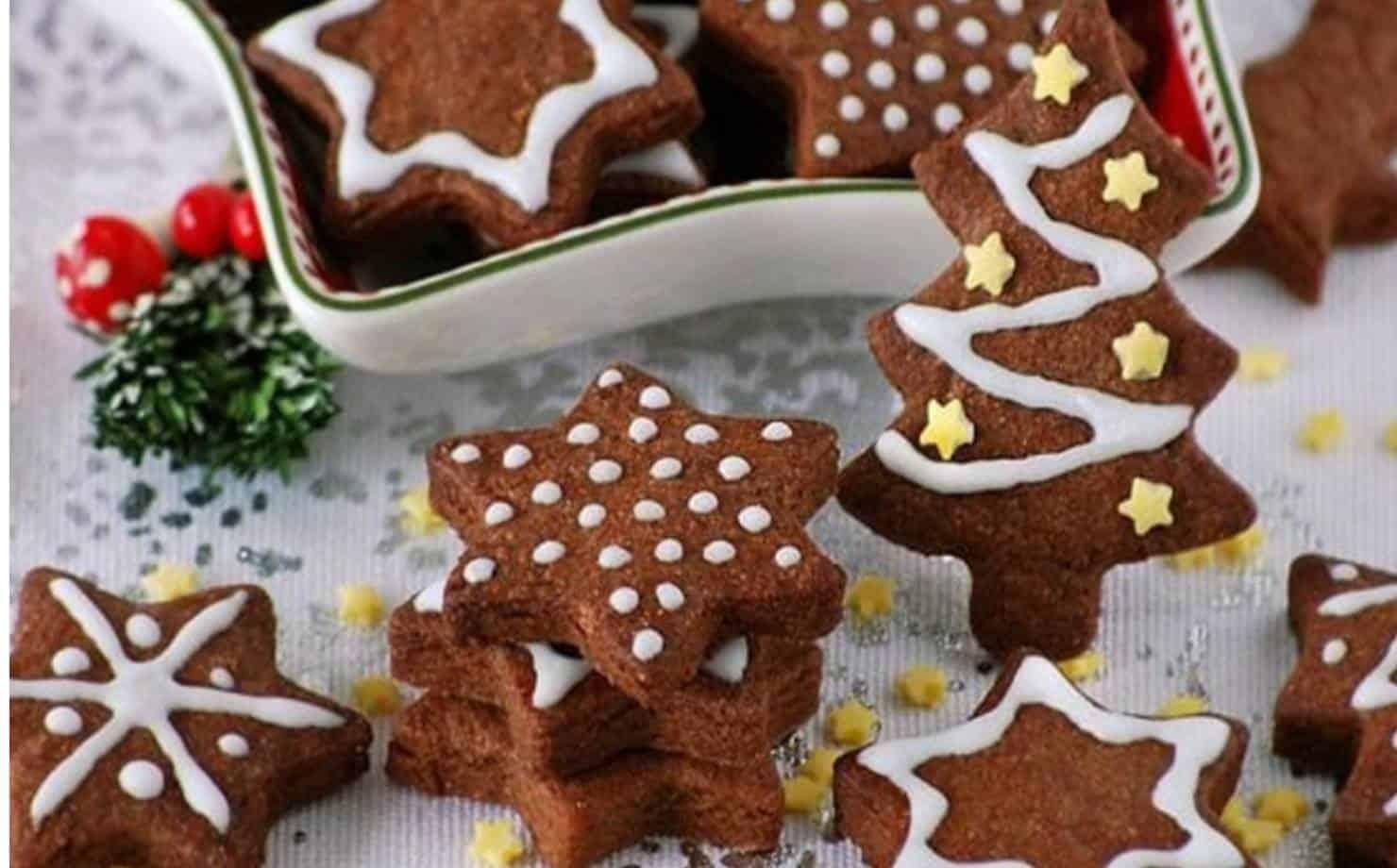 Biscoitos Natalinos expostos na mesa