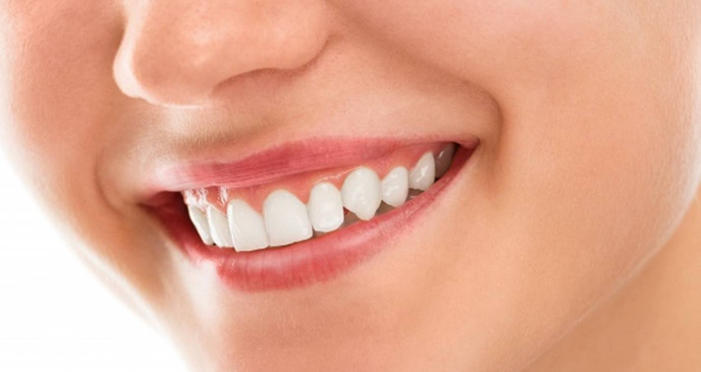 Aprenda a clarear os dentes com ingredientes naturais