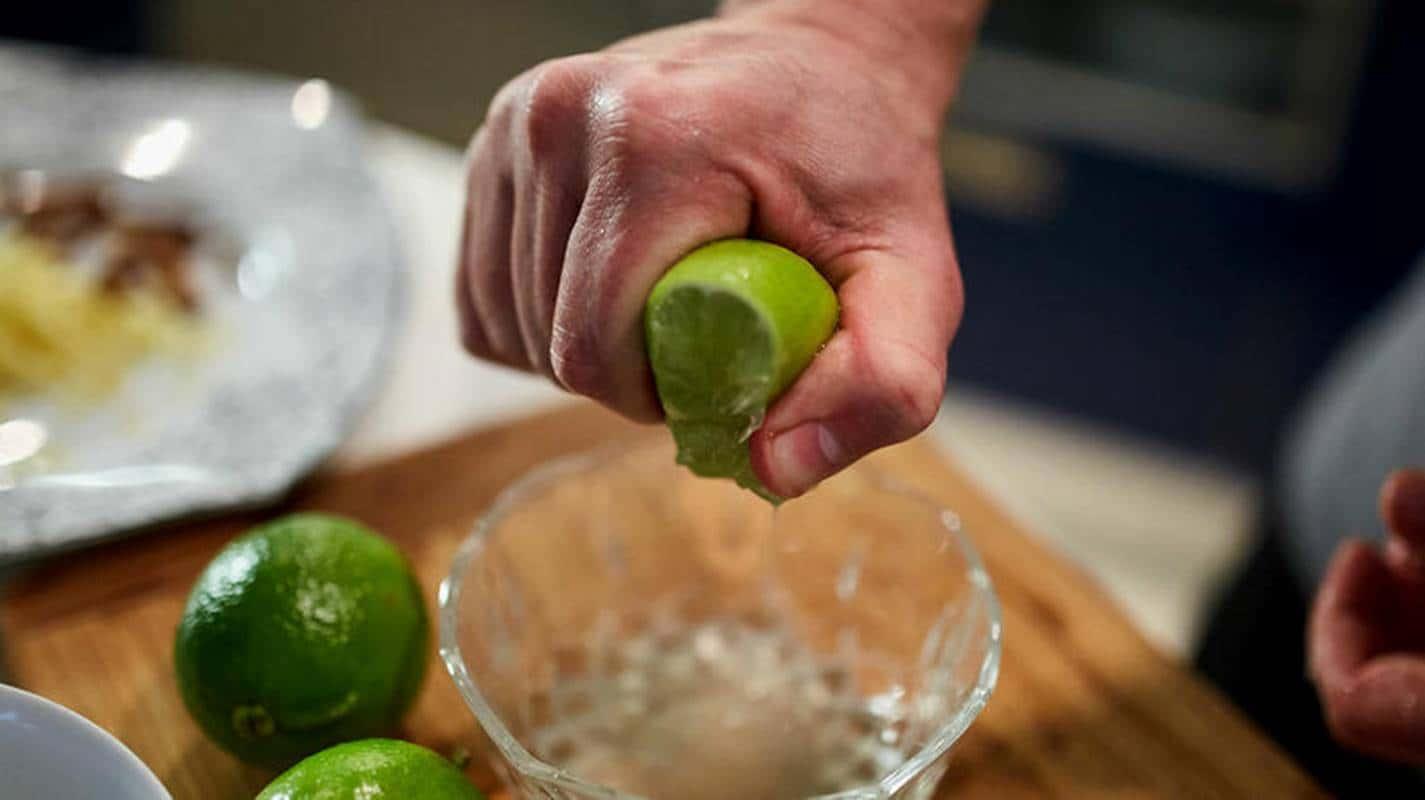 Como fazer sabonete líquido caseiro de limão com 5 ingredientes