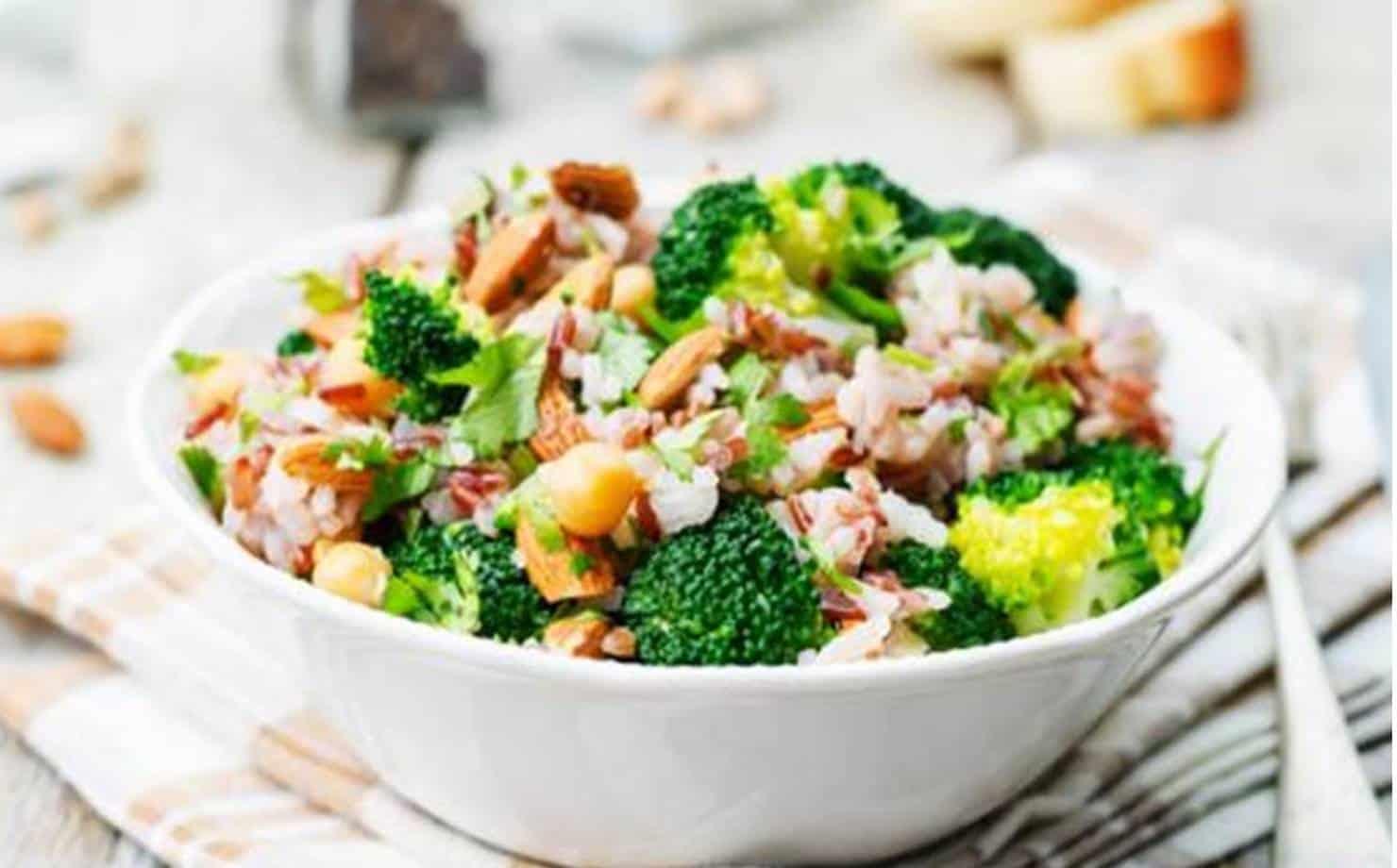 Salada de Arroz exposta na mesa