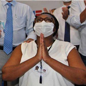 Enfermeira Baiana que foi a primeira a ser vacinada na Bahia