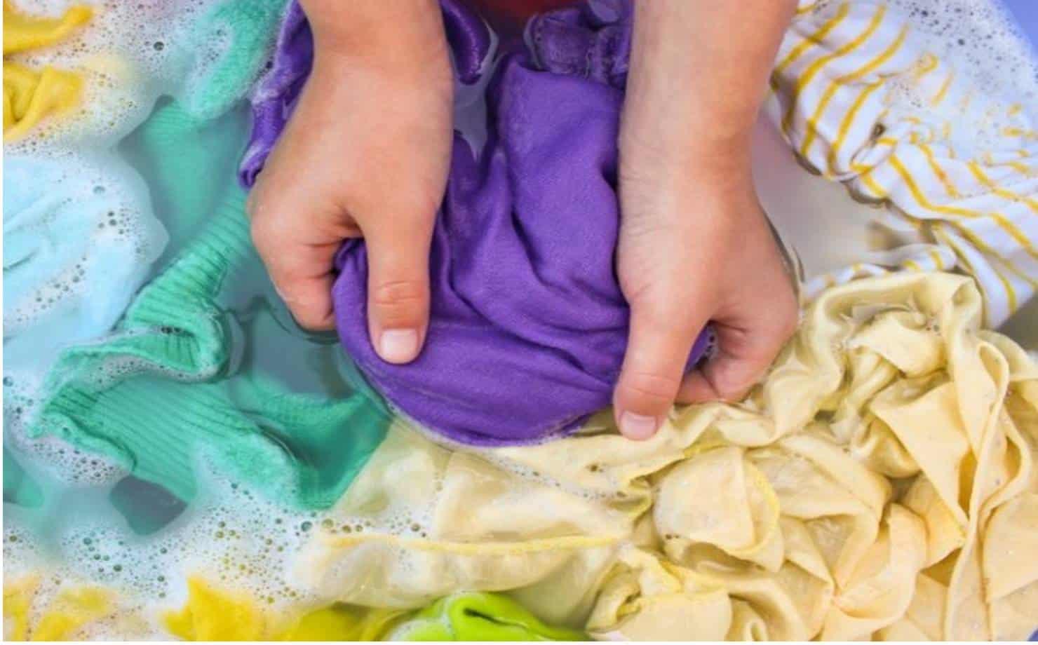 Evite que suas roupas percam a cor com este truque simples