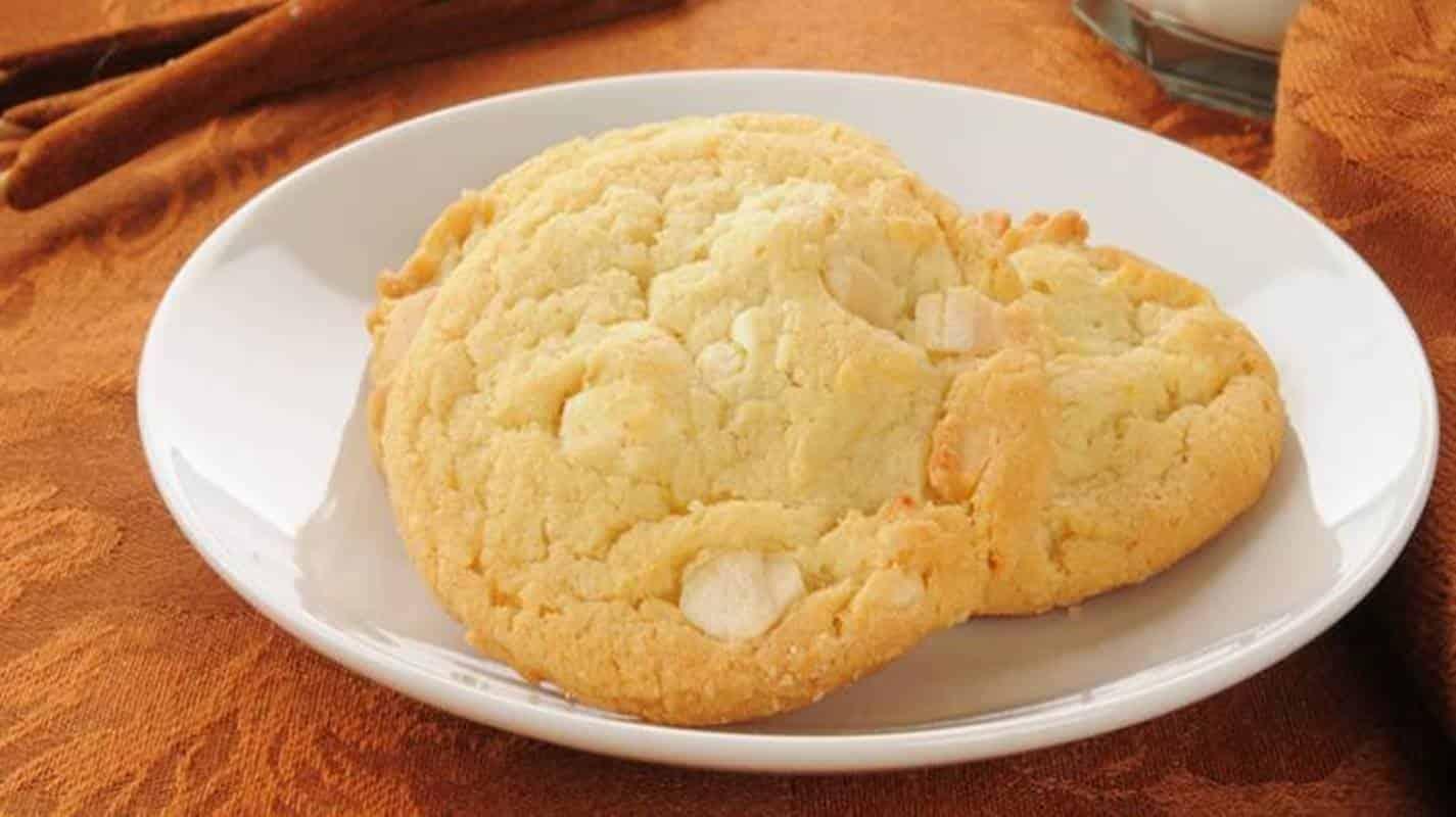 Biscoitos de chocolate branco: uma opção deliciosa em apenas 5 etapas