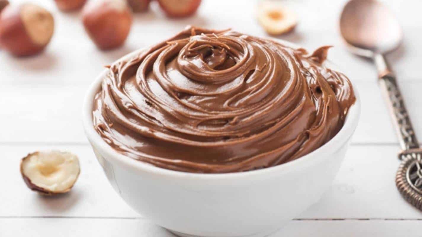 Nutella caseira saudável, sem açúcar e sem gordura - 4 ingredientes em 10 minutos