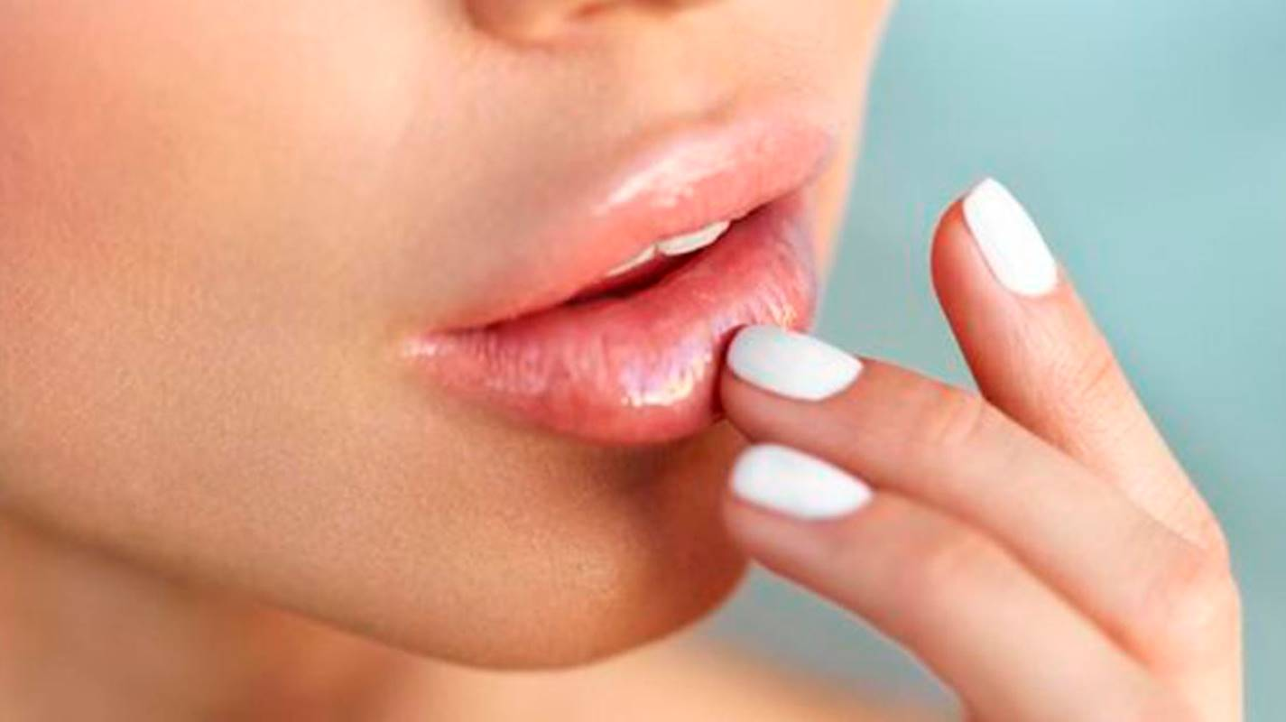 Aprenda como tratar e evitar lábios rachados com ingredientes naturais