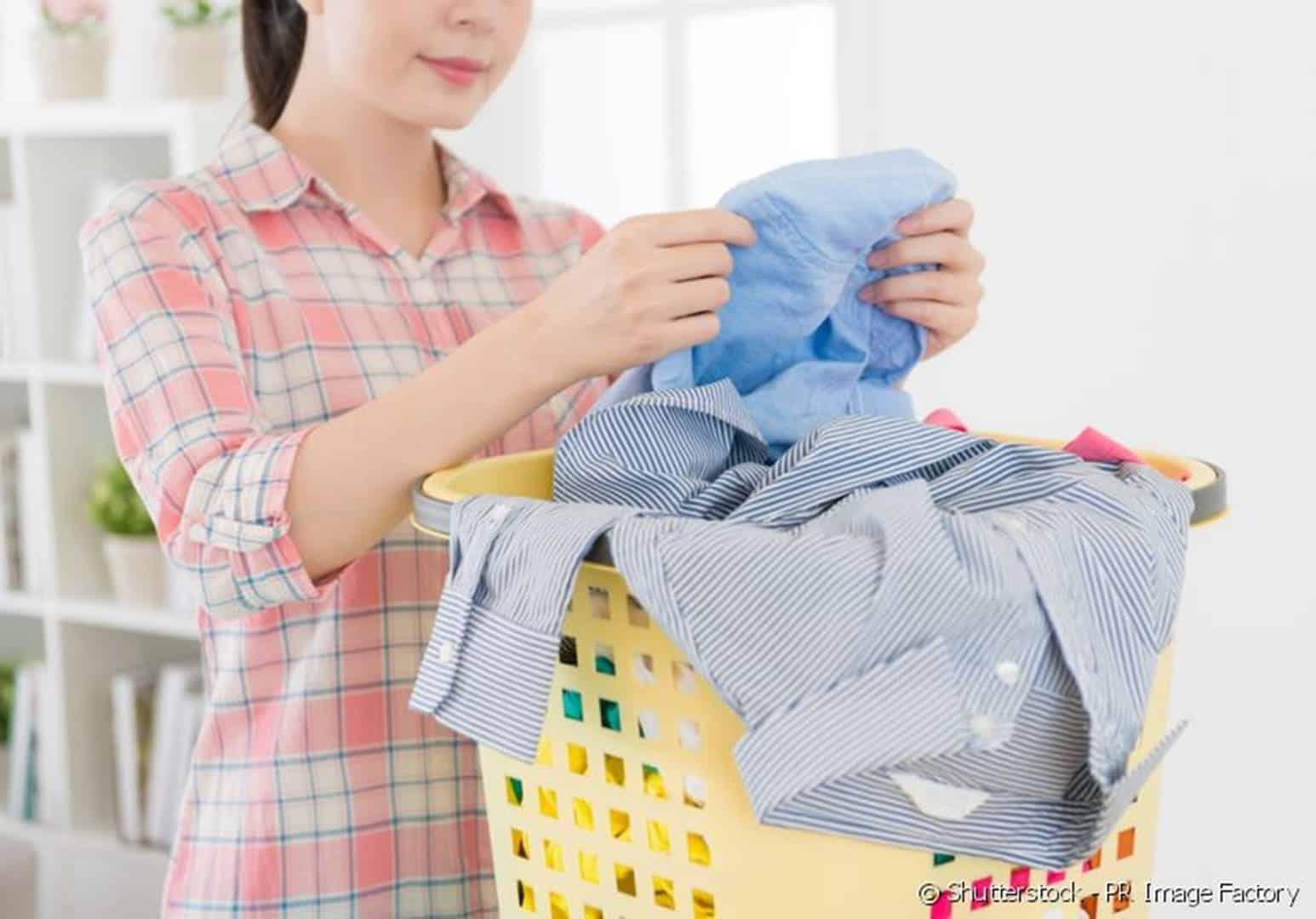 Descubra porque você deve usar vinagre branco para lavar roupas