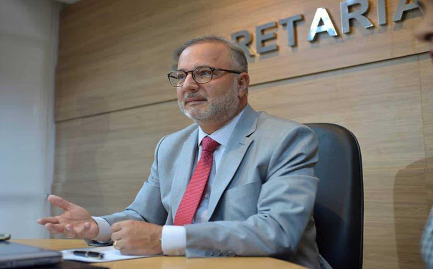 Secretário de Saúde da Bahia é internado após testar positivo para Covid-19