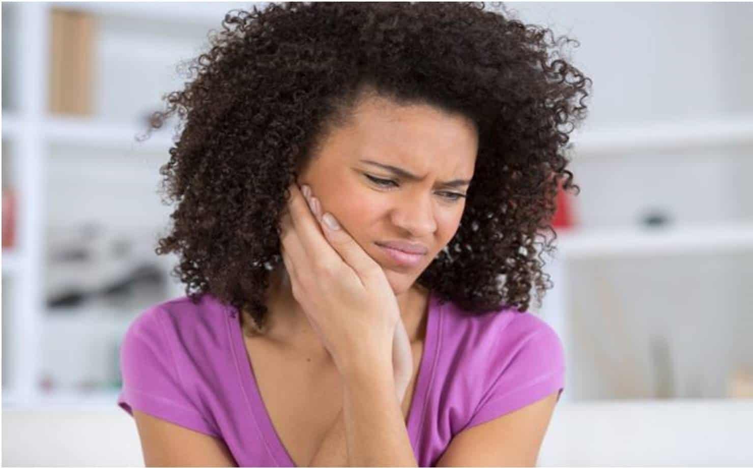Remédios caseiros para aliviar a dor de dente e dicas para evitar cáries