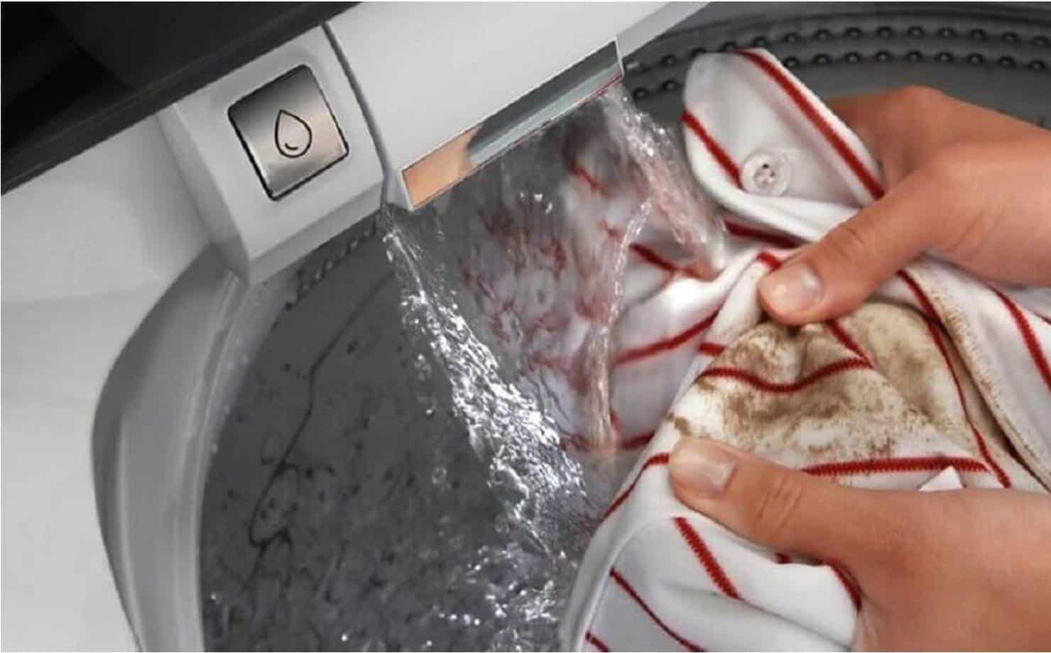 Roupa com Mofo Sendo Lavada