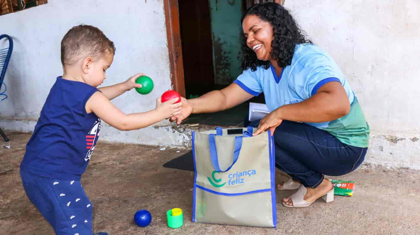 Programa Criança Feliz conta com o trabalho de 25 mil visitadores