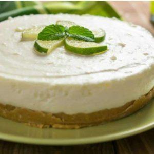 Torta de Limão no Prato Exposta na Mesa