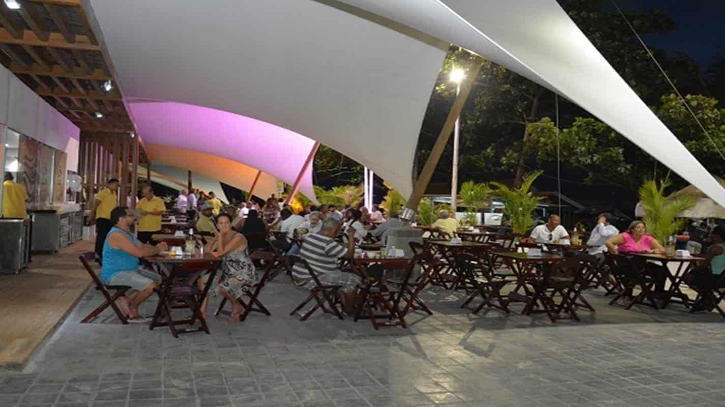 Bares, restaurantes e lanchonetes de Salvador voltam a funcionar em horário reduzido