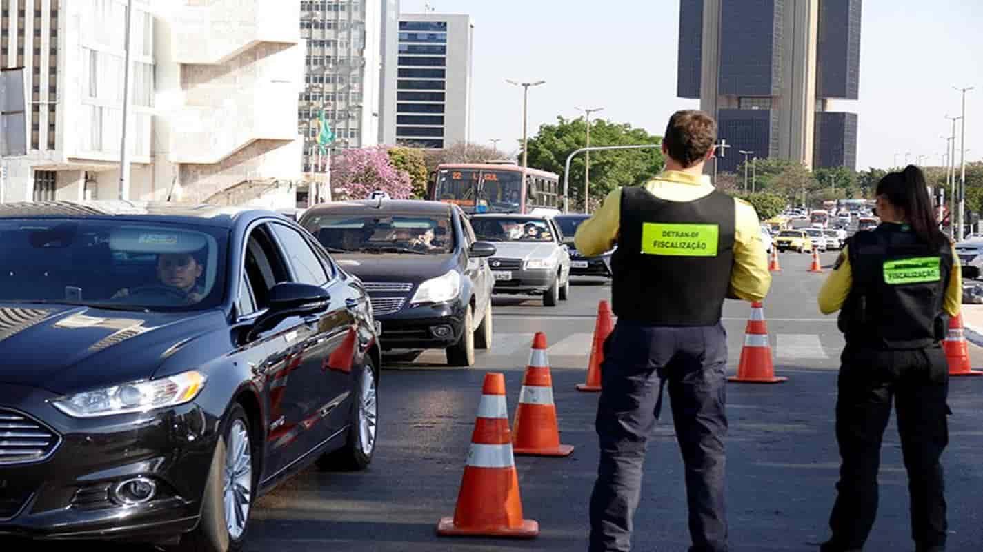 Mudanças no Código de Trânsito começam a valer em abril; entenda