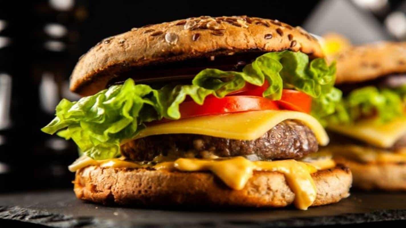 Prepare a melhor carne de hambúrguer em casa com essas dicas simples