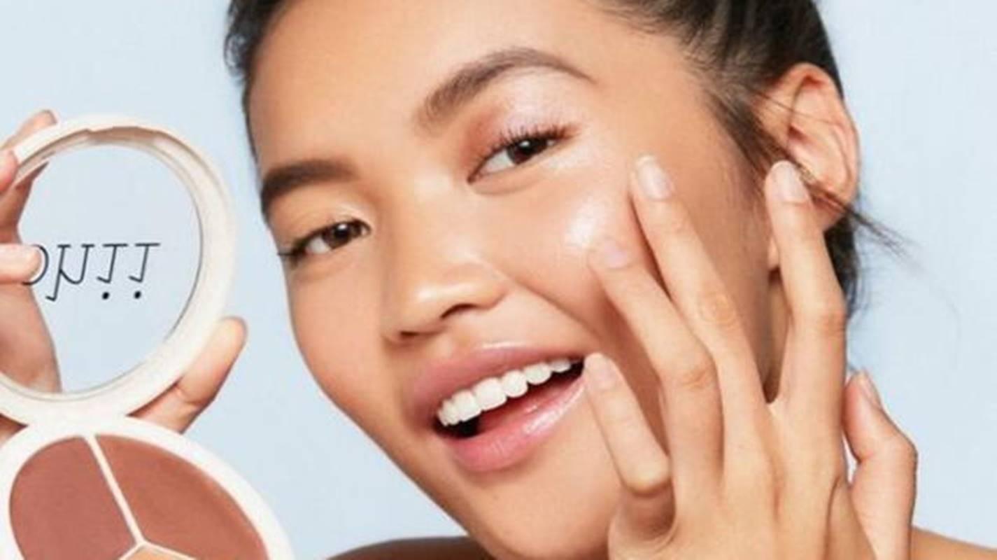 4 dicas de maquiagem para aplicar iluminador como especialista