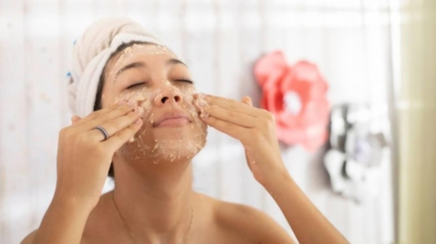 Farinha de aveia: descubra os benefícios dela para a pele se usada como máscara
