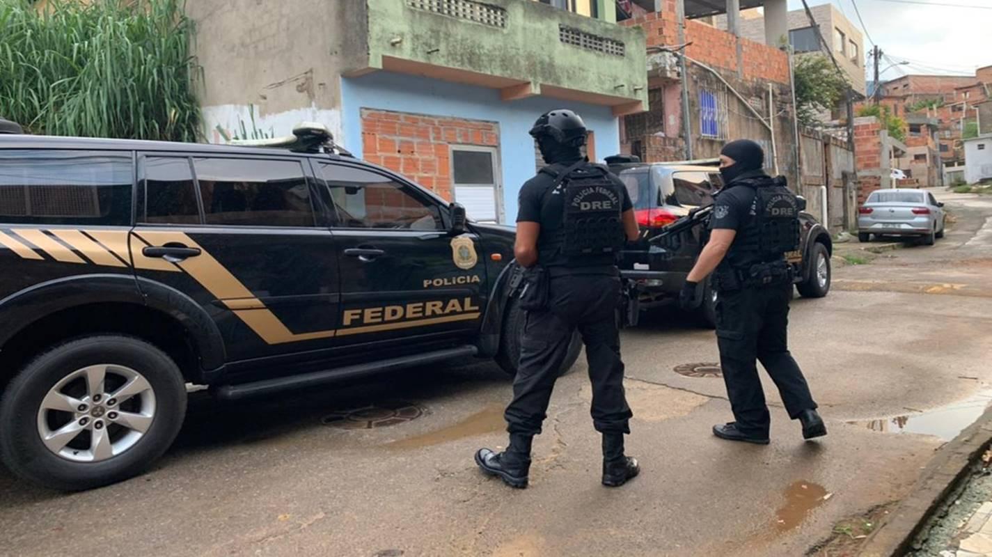 Polícia Federal realiza operação contra tráfico internacional de drogas em Simões Filho