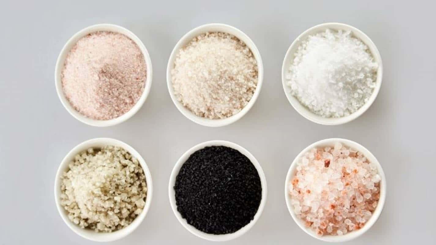 Conheça todos os tipos de sal que existem e qual a opção mais saudável