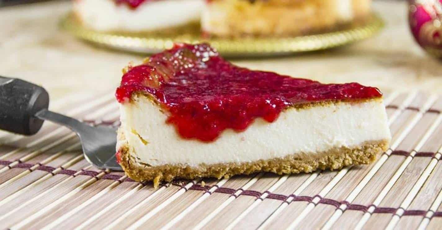 Sobremesa sem forno: prepare uma deliciosa torta de morango com cream cheese